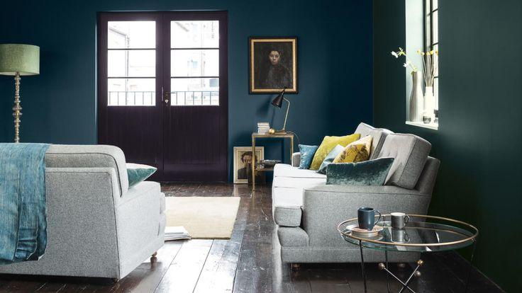 De keuze voor kleuren aan de donkere kant van het spectrum vormt een snelle en handige manier om een persoonlijke touch toe te voegen aan je nieuwe huis. Creëer een geraffineerd interieur zonder dat het veel geld kost.
