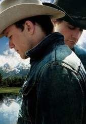 Brokeback Mountain, La película relata la historia de Ennis Del Mar (Heath Ledger) y Jack Twist (Jake Gyllenhaal), dos jóvenes que se conocen y se enamoran durante el verano de 1963 mientras trabajan en el pastoreo de ovejas en Brokeback Mountain (un lugar ficticio), en Wyoming, Estados Unidos. La película narra la historia de sus vidas y su continua aunque compleja relación durante dos décadas, que continúa mientras ambos se casan con sus novias y tienen hijos.