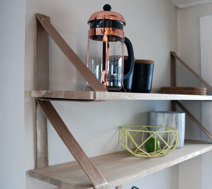 DIY vegghylle, enkel fornyelse til kjøkkenet.
