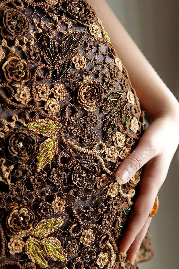 Beautiful Russian style Irish crochet.                                                                                                                                                      Mais