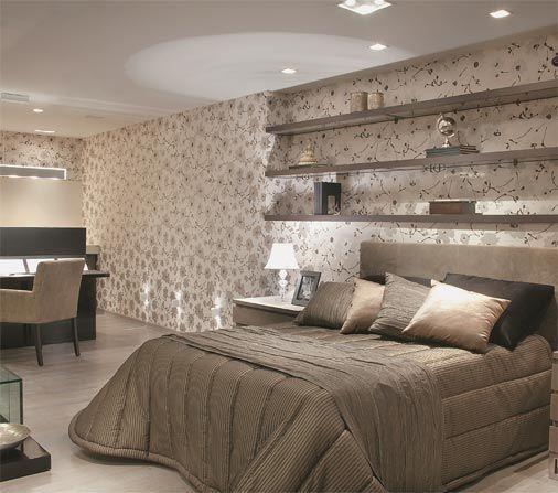 Amei o papel de parede, as prateleiras, as almofadas,o piso, tudo...