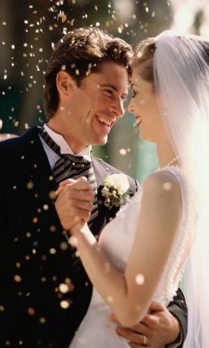 Bolinhas de sabão viram tendência divertida para a cerimônia de casamento - Casamento - UOL Mulher