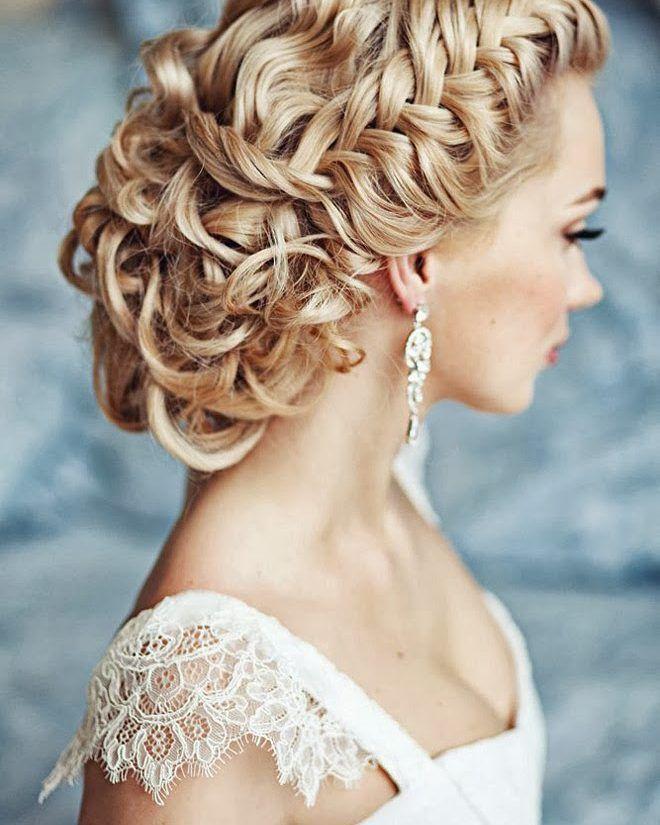 Algumas noivas querem manter um ar mais despojado sem tirar o toque clássico no casamento. Uma dica é apostar nos penteados com detalhes e toques soltos como as tranças laterais. É lindo moderno e pode ser feito em vários tipos de cabelo! . . #noiva #bride #vestidodenoiva #dress #dresses #vintagewedding #diy #weddingdiy#doityourself #casamentodiy #noivadiy#bridediy #noiva2017 #ceub#casaréumbarato #voucasar#casamentodoano #noivafeliz #ido#instabride #picoftheday #bridesmaid#dreamwedding #bff…