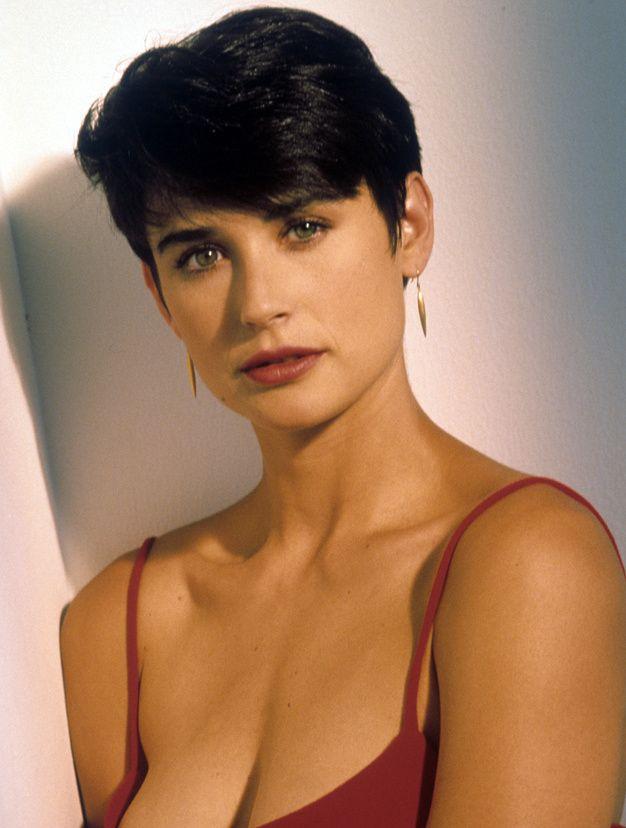 Les actrices brunes les plus belles du monde Demi Moore - Beautiful now, but she was already gorgeous before here boob job.