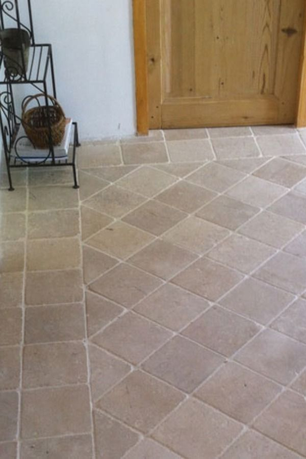 Paves En Pierre Naturelle De Bourgogne In 2020 Flooring Tile Floor Tiles