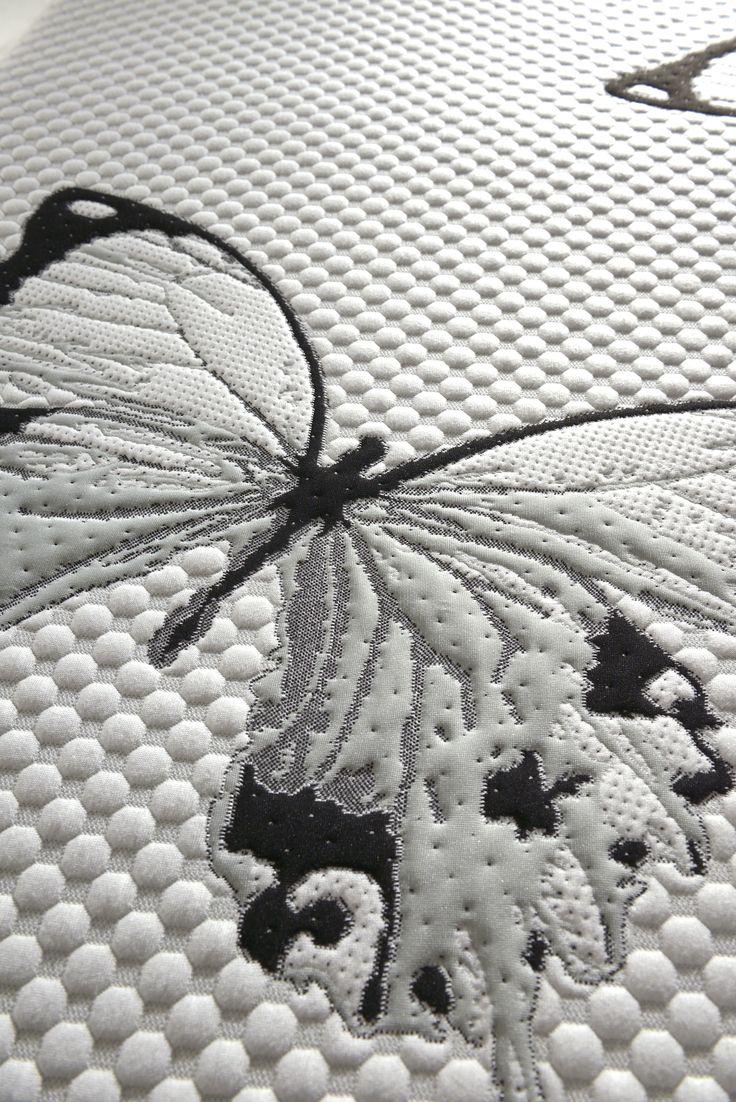 Mod. LIBERTY Hai mai sognato di volare? Con il materasso LIBERTY il sogno di volare diventa realtà...La creazione del tessuto in esclusiva per la Linea-Dreamer con le farfalle ricamate evocano il motivo principale di sognare e volare.
