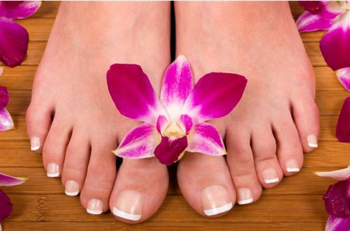 Кто сказал, что длинные ногти на ногах — это красиво?