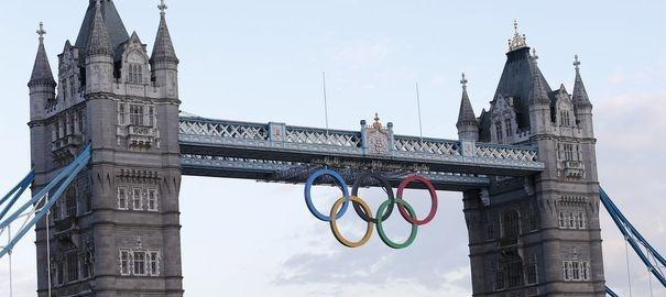 VIDEO. L'arrivée spectaculaire de la flamme olympique à Londres