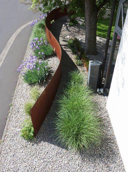 Brembs Architekten: Detail corten stahl gartenmauer