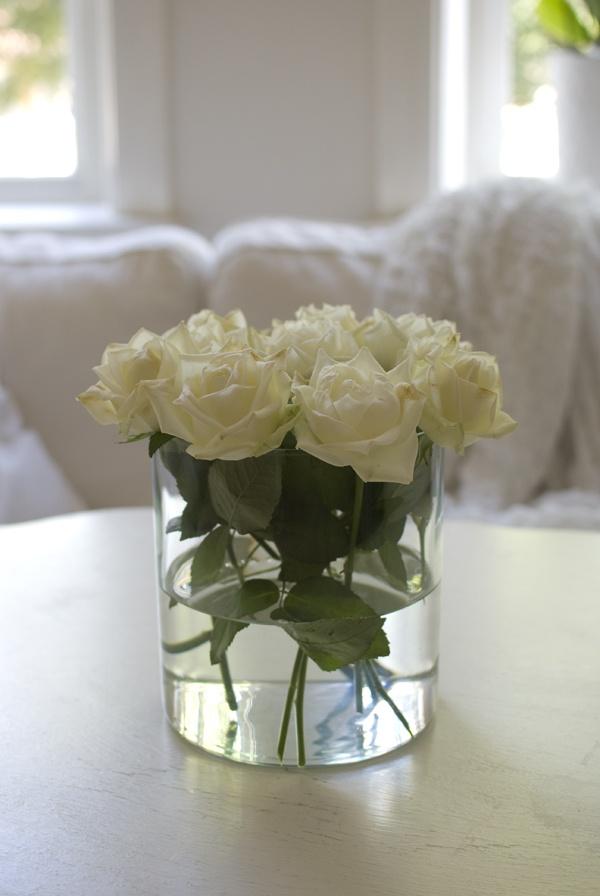 Lovely white roses. By - http://frokenpiff.blogspot.com/