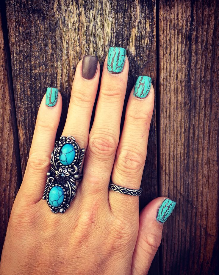 Matte brown and turquoise crackle nails I did. Kinda miss my usual matte black, but loving these!