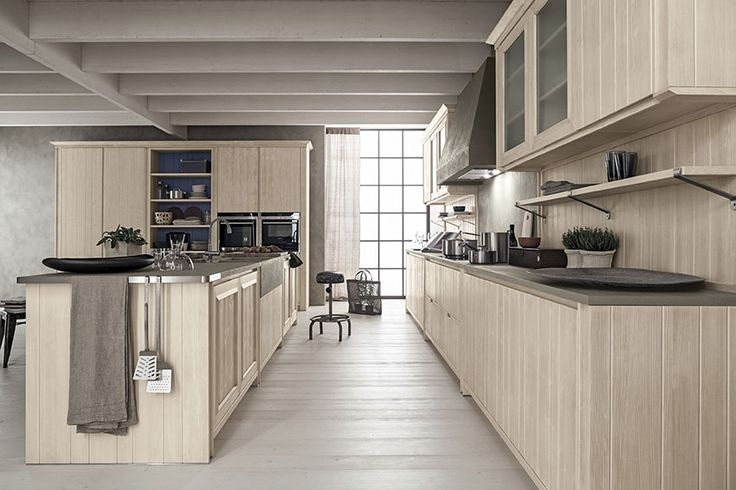 Cucina Maestrale in abete bianco perla di Scandola Mobili. / Maestrale kitchen in spruce with pearl white finish by Scandola Mobili.  #Maestrale #Scandola #kitchen #cucine