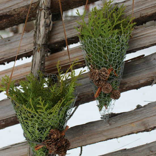 Decorate your winter garden with rustic chicken wire cornets filled with anything you have by hand (in Norwegian and English)