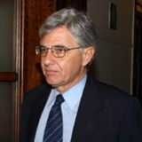 Tάσος Γιαννίτσης (Αθήνα, 1944) Ομότιμος Καθηγητής Οικονομικών Επιστημών του ΕΚΠΑ, πολιτικός