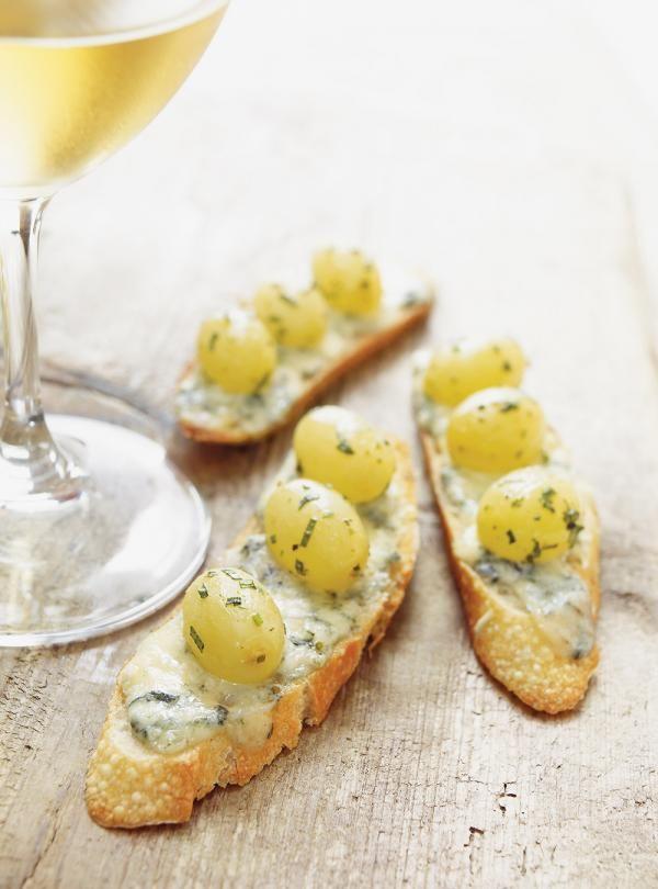 Ricardo's Recipe : Grape Confit and Roquefort Canapés