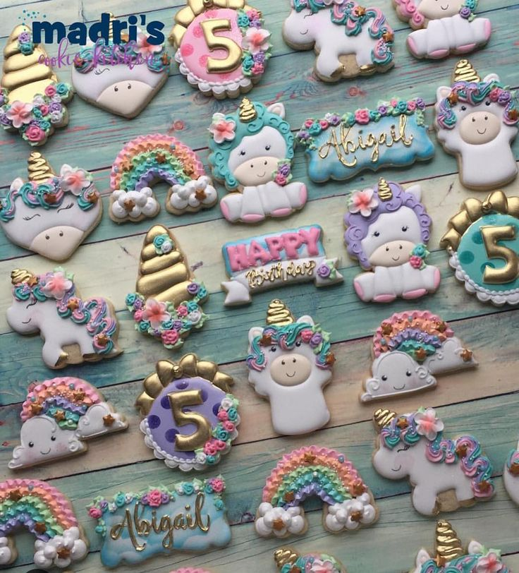 @madriscookiekitchen does an amazing job with her sets!! So inspirational. Our cookie cutters are Siting unicorn, Fantasy Plaque, Happy Plaque and Rainbow. Thank you @madriscookiekitchen for the shout out! #sharethecookie #thesweetdesignsshoppe #3dprinting #3dcookiecutters