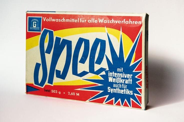 """Das Waschmittel """"Spee"""". Gibt es heute noch (in einer anderen Verpackung) zu kaufen.  Copyright: DDR Museum, Berlin. Es ist keine kommerzielle Nutzung des Bildes erlaubt. But feel free to repin it!"""