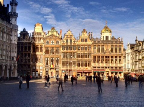 O quinto dia do nosso roteiro pela Bélgica para visitar e tomar as cervejarias trapistas foi reservado para Bruxelas e todas as coisas boas que tem para fazer por lá! Andamos pelo centro, fizemos compras, comemos e compramos chocolate, é claro, fomos ao Delirium Café.