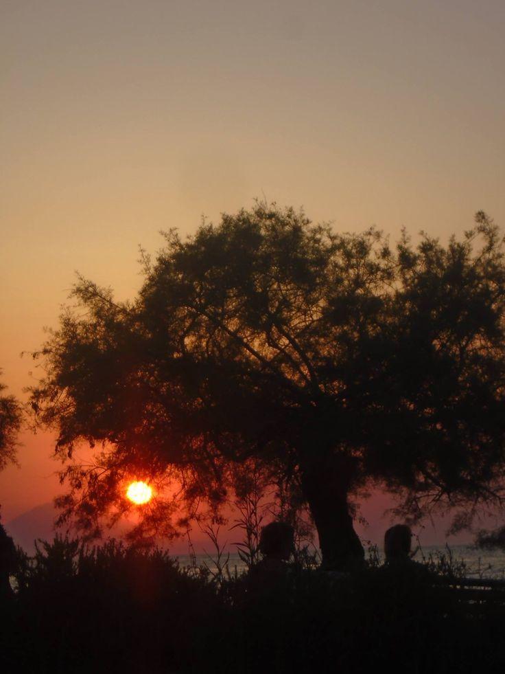 Αυτά τα κόκκινα ηλιοβασιλέματα της Λήμνου... : Βέτα Επιτροπάκη