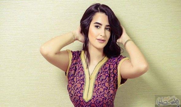رشا السباعي تستعد لتصوير إعلان للعطور في الإمارات Fashion Women Women S Top