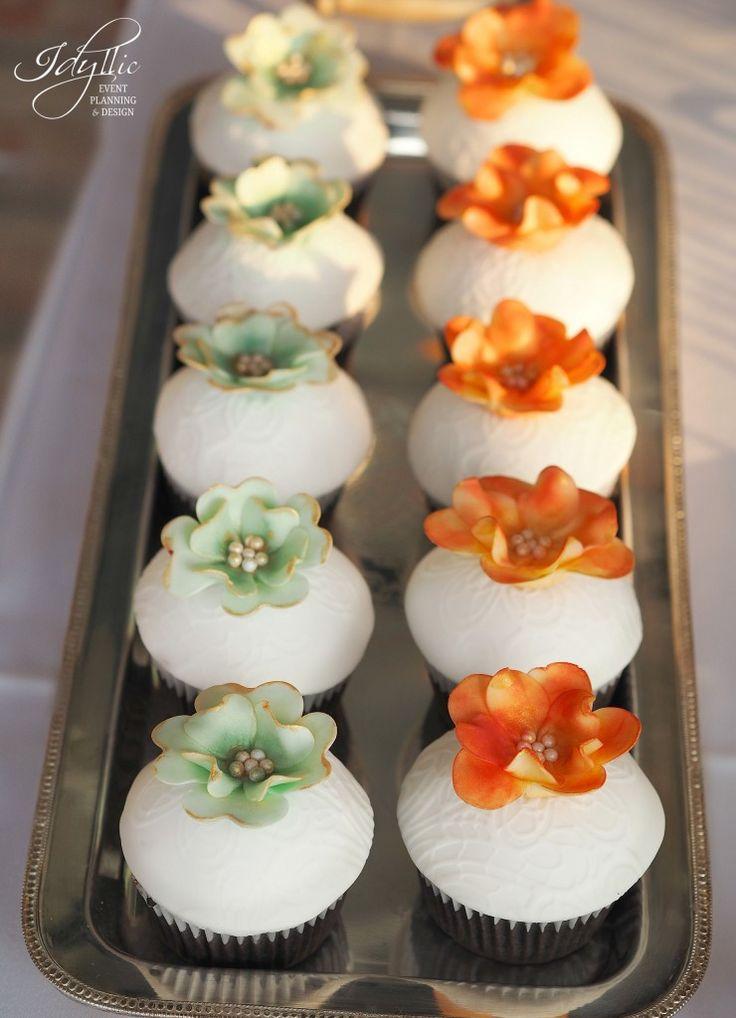 organizare si design eveniment Palatul Mogosoaia by Idyllic / cupcakes decorate candy bar