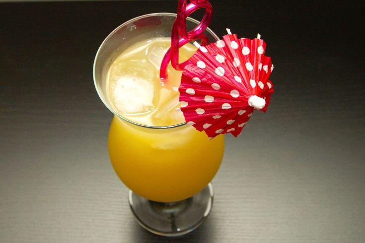 Malibu Express to drink, którego jednym ze składników jest malibu. Ale to nie jedyny alkohol, z którego jest zrobiony ten koktajl, gdyż zawiera również biały rum. Jego przygotowanie jest bardzo proste i aby to zrobić potrzebne nam będą również: sok ananasowy, sprite oraz kostki lodu. Połączenie tych składników tworzy bardzo dobry, słodki drink. Podany w dużej szklance do koktajli, z kolorową parasolką i zakręconą słomką świetnie się sprawdzi w letnie upalne dni.