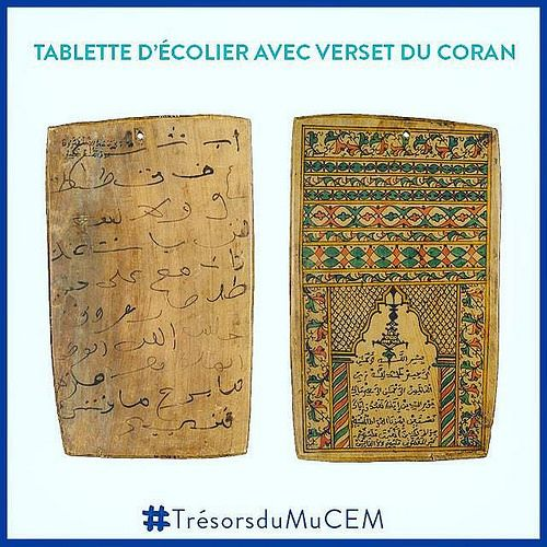 [#TRÉSORS DU MUCEM] En cette semaine de rentrée l'objet choisi par l'équipe de conservation des collections du #MuCEM est une tablette décolier avec verset du Coran de Marrakech (Maroc). Jusquau début du 20e siècle la tablette coranique a été loutil