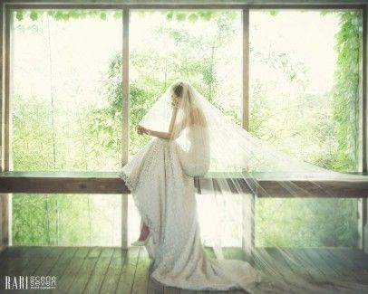 Bride in the nature #WeddingPhotography #WeddingInspirations #KoreanWeddingPhotography
