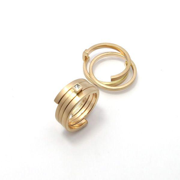 Goud - rosé gouden ring 'Twee Eenheid' en ring 'Drie Eenheid' waarvan 1 binnenring is gezet met een prinses geslepen diamant - Annexs juwelier goudsmid Utrecht