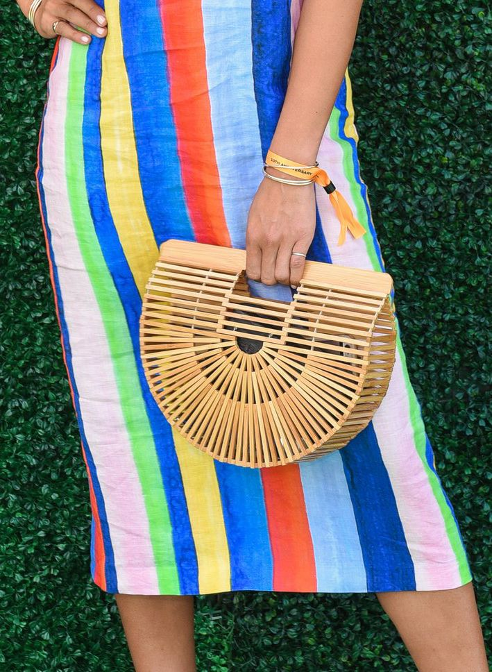 70a7f66c884bf Eine der beliebtesten Korbtaschen stammt vom US-Label Cult Gaia. Diesen  Trend tragen alle