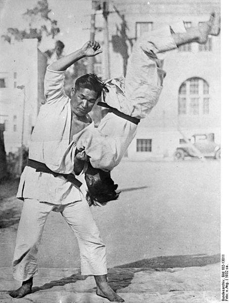 File:Bundesarchiv Bild 102-13011, Japan, Jiu-Jitsu-Kämpfer.jpg
