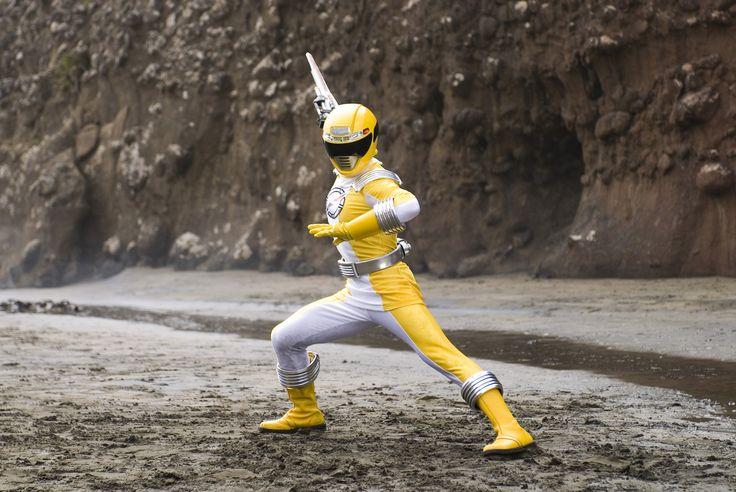 S15 Operation Overdrive Ronny Yellow Ranger 1 - Power Rangers - The Official Power Rangers Website