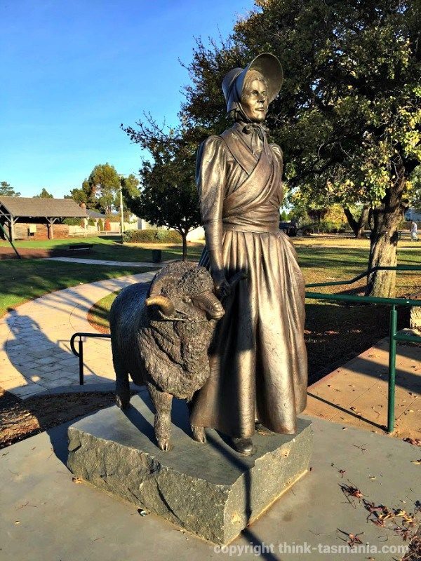 Statue on the Midlands Highway, Campbell Town Park, opposite Zeps Cafe ~ article and photo for think-tasmania.com ~ #Tasmania #foodie #Statue #ZepsCafe #CampbellTown