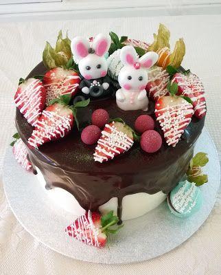 Purppurahelmen juhla- ja  fantasiakakut: Pikkuinen kakku pieniin kihlajaisiin
