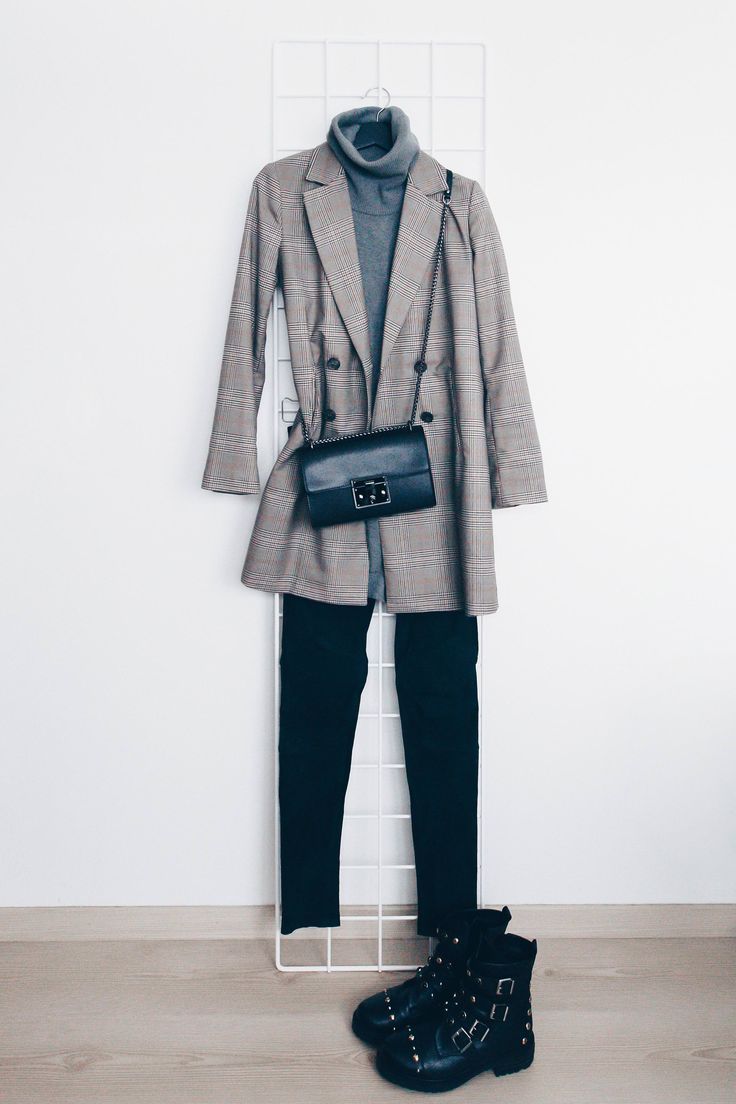Grey turtleneck sweater+black pants+black boots+grey checked blazer+black chain crossbody bag. Fall Casual Outfit 2017