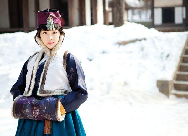 So graceful ... 한복 Hanbok / Traditional Korean dress