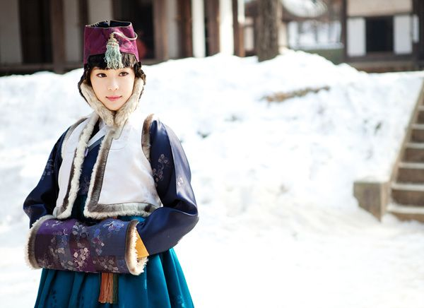 So graceful ... 한복 Hanbok / Traditional Korean dress