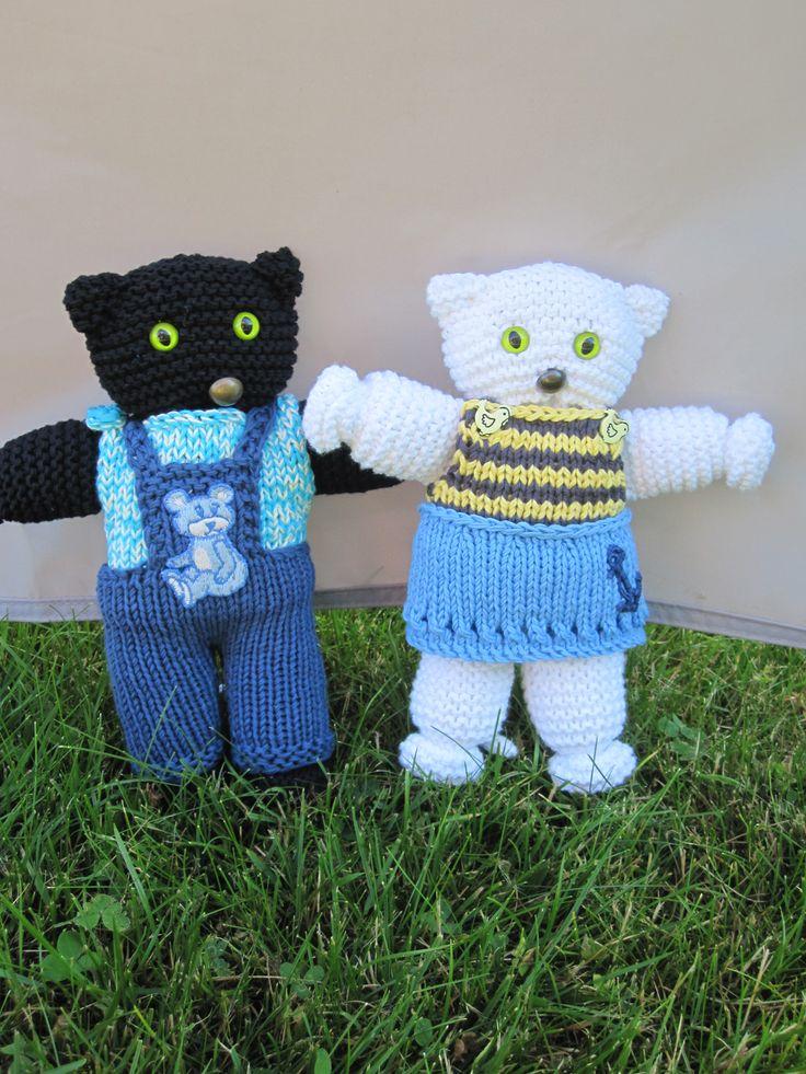 Konrad og Katinka i sommertøjet. Toy Cat. Gratis opskrift på Facebook: Strik, smil & finurlige finesser