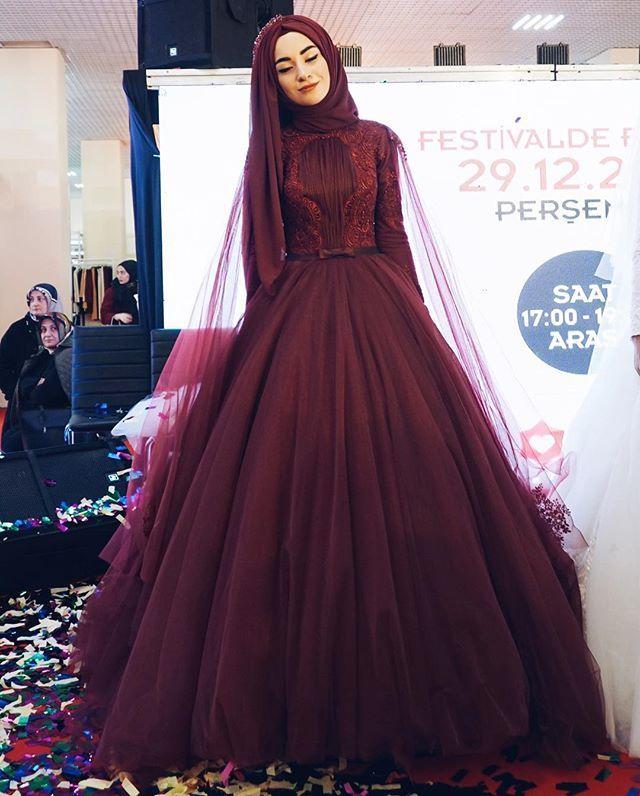 Güzel hayallere daldım sanırım o an @gonulkolatsusam ın en sevdiğim elbisesini giyindim bugün festivalde❤ Onların deyimiyle nişanlık Ben elbise demeyi tercih etmeliyim Gözlemin kapalı olması bu fotoğrafı buraya koymama engel mi? Tabii ki hayırÇünkü renge de elbiseye de vuruldum yav cansın @gonulkolatsusam ❤ Emeklerine sağlık