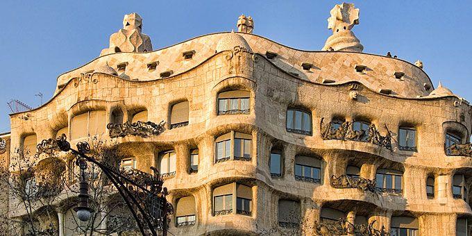 Βαρκελώνη: Μεσόγειος α λα καταλανικά Ένα από τα χαρακτηριστικά αρχιτεκτονήματα του Γκαουντί