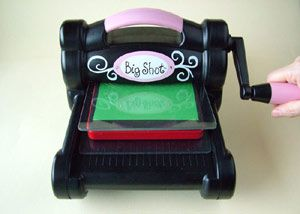 Szizix Big Shot vágó- és domborítógép remek választás azok számára akik sokat kézműveskednek.  http://www.rayher.hu/hun/index.php?page=hirek&id=131