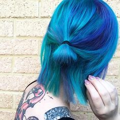 Inked girl with turquoise dyed short hair - http://ninjacosmico.com/28-crazy-hairstyles-ideas/