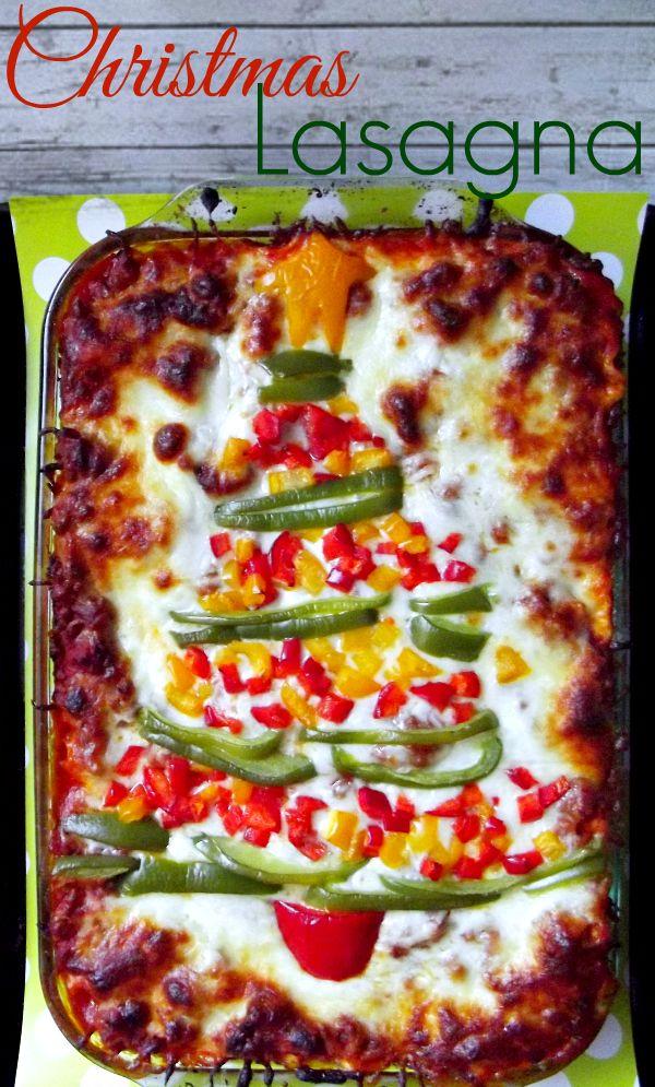 Christmas Lasagna http://www.lifewiththecrustcutoff.com/christmas-lasagna/ #lasagna #christmas
