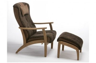 Cirius hvilestol chair with footrest brown sheepskin oak norwegian design sitwellrajo www.helsetmobler.no