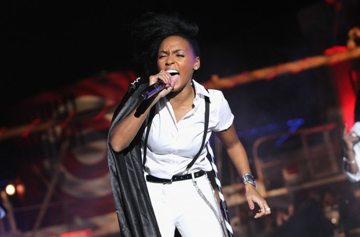 With her new album, The Electric Lady, hitting shelves Sept. 10, Janelle Mon�e lights up New York during an performance on Sept. 9: Photo