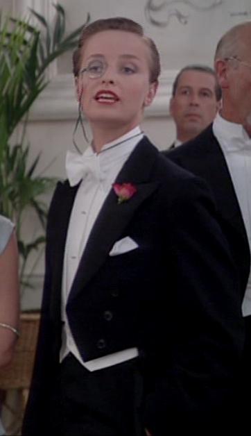 """Catherine Rabett jako Cissy Meldrum w """"Pan wzywał, milordzie?"""" (""""You rang m'lord?"""")"""