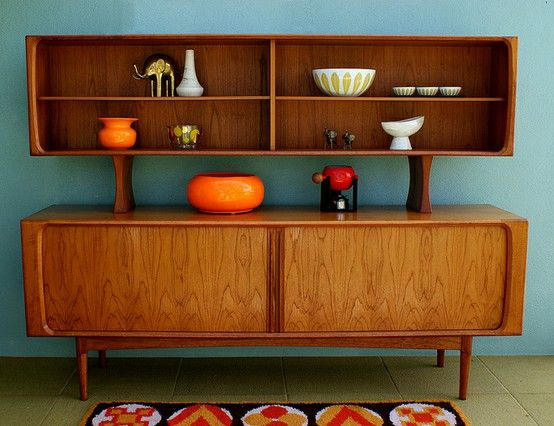 This buffet makes my heart beat faster. Even the accent pieces are perfect. This is why I wish I could ship furniture.