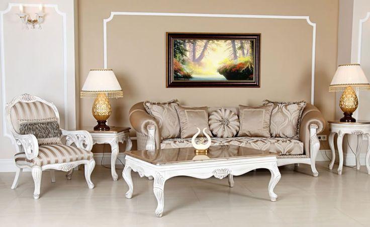 İki kanepe ve iki berjerden oluşan klasik koltuk takımı, üzerindeki motiflerle uyumlu bir orta sehpa ve iki adet yan sehpa ile desteklendi. http://www.asortie.com/koltuk-37-Buse-Klasik-Koltuk-Takimi