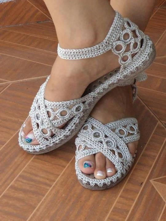 Inspiration and tutorials how to make shoes in crochet. | Patterns Free                                                                                                                                                     More