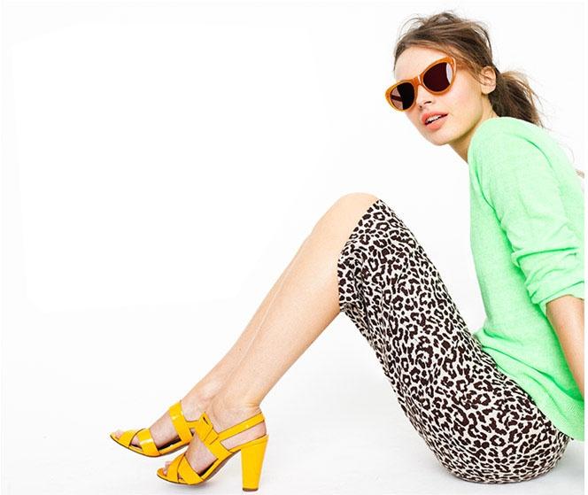 Mistura de verde e amarelo sem parecer dia de jogo do Brasil ;) A estampa da saia e o óculos deixaram o look #divertido na medida certa! { post by www.mariarossetti.com.br }